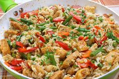 Healthy Chicken Fried Rice that's packed with veggies and better than take out. Make this quick and easy gluten free and Weight Watchers friendly meal to satisfy your Chinese food cravings. No Calorie Foods, Low Calorie Recipes, Ww Recipes, Chicken Recipes, Cooking Recipes, Healthy Recipes, Healthy Meals, Asian Recipes, Healthy Dishes