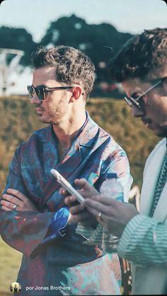 Jonas Brothers, Nick Jonas, Famous People, Sisters, Celebrities, Celebs, Couple Photos, Random Things, Positive Quotes