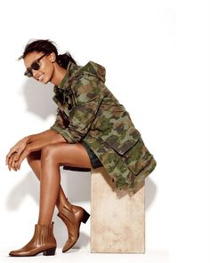 Crew boyfriend fatigue jacket in camo. love everything camo Carrie Bradshaw, Looks Style, My Style, Flare, Style Personnel, J Crew Style, Military Fashion, Military Style, Military Jacket