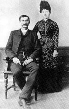 Pat Garrett and wife, Apolonaria. Born: Patrick Floyd Garrett on June 1850 & died on February 1908 Sheriff in New Mexico, bartender, and customs agent; killed Billy the Kid shot during an argument. Wild West Outlaws, Pat Garrett, Famous Outlaws, Kids Shots, Old West Photos, Wild West Cowboys, George Santayana, Only In America, Billy The Kids