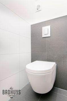 Moderne badkamer met grote tegels | Het Badhuys Breda