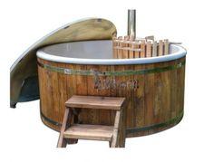 Vildmarksbad i glasfiber med koniske vægge. Wellness basic model med sibirsk gran eller lærk