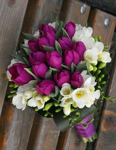 Tulip Bouquet Discover A bouquet of purple flowers The best free jigsaw puzzles online! Tulips Flowers, Dark Flowers, Purple Flowers, Beautiful Flowers, Beautiful Flower Arrangements, Floral Arrangements, Happy Birthday Flower, Floral Bouquets, White Bouquets