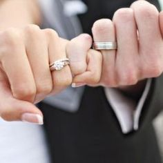 5 fun photo ideas to show off your wedding rings!                              …