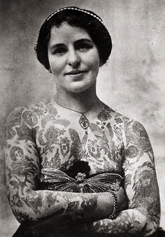 "ovely Edith Burchett in London circa 1920, the wife of ""Professor"" Burchett, the ""King of Tattooists"": The Gorgeous History Of Tattoos, From 1900 To Present"