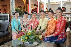 History The Chinese people are the second largest ethnic group in Malaysia after the Malays. Malaysians of Chinese descent consist of several s... http://www.tsemrinpoche.com/tsem-tulku-rinpoche/art-architecture/chinese-in-malaysia.html