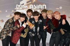 """•161202 BTS @ MAMA 2016    They won """"Best dance performance male group"""" and Daesang """"ARTIST OF THE YEAR"""""""