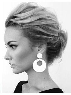 18 Quick and Simple Updo Hairstyles for Medium Hair - hair blond Up Dos For Medium Hair, Medium Hair Styles, Short Hair Styles, Hair Updos For Medium Hair, Messy Bun For Short Hair, Big Short Hair, Medium Hair Wedding Styles, Medium Length Wedding Hairstyles, Messy Bangs