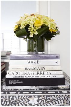 Styling, books and flowers on coffe table Coffee Table Styling, Coffe Table, Decorating Coffee Tables, Detox Your Home, Bed Hair, Gerbera, Decoration Table, Mellow Yellow, Colour Yellow