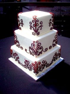 Bordeaux Piping Wedding Cake - Portugal #weddingportugal #lisbonweddingplanner #weddingcakeportugal