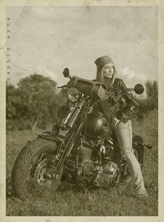 20 fotos sensacionais de mulheres com motos - O Macho Alpha
