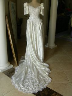 1980's wedding dress Almost identical to mine [more at pinterest.com/eventsbygab]