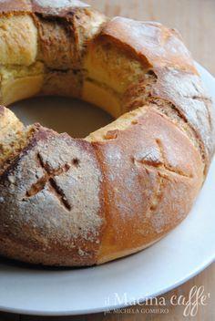 Pane naturale di grano duro e di farro e grano saraceno - Natural bread of wheat and barley and buckwheat http://ilmacinacaffe.blogspot.it/2016/01/pane-naturale-di-grano-duro-e-di-farro.html