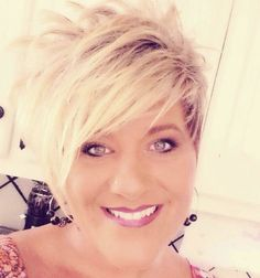 Pretty - My list of womens hair styles Funky Short Hair, Short Hair Cuts For Women, Short Hair Styles, My Hairstyle, Cute Hairstyles For Short Hair, Cheveux Courts Funky, Corte Y Color, Great Hair, Hair Today