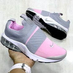 20 Tennis Shoes That Will Make You Look Great - Nike - Schuhe Damen Pretty Shoes, Cute Shoes, Me Too Shoes, Cute Sneakers, Shoes Sneakers, Tennis Sneakers, Basket Style, Sneaker Store, Mode Outfits