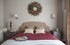 57m2-es kétszobás lakás barátságos klasszikus stílusban berendezve világos bézs falakkal