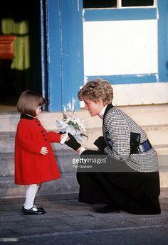 Princess Diana Family, Princes Diana, Princess Of Wales, Diana Fashion, Royal Engagement, Lady Diana, Queen Of Hearts, The Crown, Royals