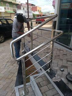 Steel Stairs Design, Steel Gate Design, Door Gate Design, Balcony Grill Design, Balcony Railing Design, Stainless Steel Stair Railing, Staircase Railings, Stairs Architecture, Modern Stairs