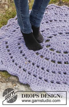 Cloud Nine / DROPS 151-46 - Crochet DROPS rug in Polaris.