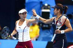Latest Chinese News Lesson: Chinese women's double in Australian Open Tennis final. Zheng Jie, Zhan Yong Ran jìn qián bā. Zheng Jie、Zhan Yong Ran 进 前 八。 www.gurulu.com