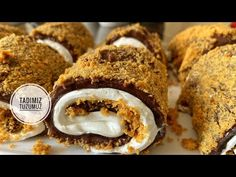 Sizler için harika bir tarif buldum. Tadımız tuzumuz youtube kanalında paylaşılan bu tarife ben gerçekten hayran kaldım. Hem kolay hem de çok lezzetli bir tarif. Görünüşü de harika onu da söylemeden geçemiycem. Deserts, Muffin, Breakfast, Food, Morning Coffee, Desserts, Dessert, Meals, Muffins