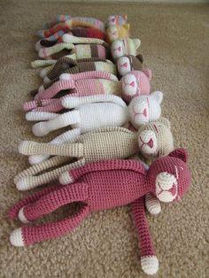 Crochet Animals: 15 Crochet Pattern Collection - Nicki's Homemade Crafts - Crochet Animals & Amigurumi Patterns - 15 Super Adorable Free Animal Patterns – Collection by Nicki& Homemade Crafts Sleeping cats - Crochet Cat Toys, Crochet Cat Pattern, Crochet Gratis, Crochet Amigurumi, Amigurumi Patterns, Cute Crochet, Crochet For Kids, Crochet Baby, Knitting Patterns