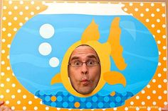 Goldfish Photo Booth via Piggy Bank Parties :: An easy project that yields tons of fun photos! Goldfish Party, Underwater Party, O Fish Ally, Adoption Party, Under The Sea Party, Party Poster, Party Activities, Diy Party, Ideas Party