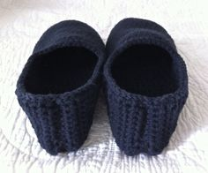 Virkatut tossut - Sunday Mornings   Lily.fi Mornings, Diy And Crafts, Knit Crochet, Baby Shoes, Slippers, Lily, Knitting, Clothes, Fashion
