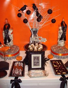 Halloween table set up. id use this for the main course set up this is beautiful!
