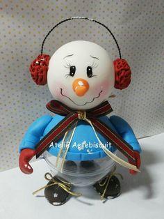 Lindo enfeite de natal boneco de neve na bola acrilica.