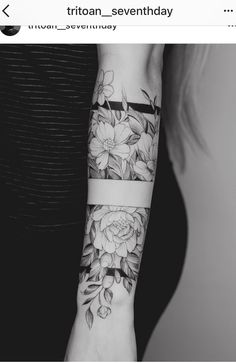 Tattoo Arm Frauen – I like the middle band, with the top and the bottom part of it… – Flower Tattoo Designs – Easter – tatoo Forearm Tattoos, Body Art Tattoos, New Tattoos, Cool Tattoos, Tatoos, Tattoo Art, Forearm Flower Tattoo, Dragon Tattoos, Guy Arm Tattoos