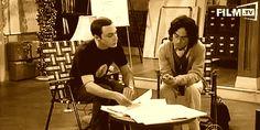 MITBEWOHNER VEREINBARUNG: Damit es keinen Streit gibt, muss Leonard beim Einzug das legendäre Papier unterzeichnen. Wann immer Sheldon etwas nicht passt, beruft er sich auf diesen Vertrag, in dem jede Kleinigkeit geregelt ist.