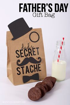 Father's Day DIY Gift Bag (Free Mustache Printable) + GC Giveaway it yourself gifts gifts made gifts handmade gifts Cool Fathers Day Gifts, Diy Father's Day Gifts, Father's Day Diy, Fathers Day Crafts, Happy Fathers Day, Craft Gifts, Gifts For Dad, Fathers Day Ideas, Party Gifts