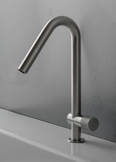'Iconic Award: Interior Innovation' per 22 MM Sink Mixer Taps, Sink Faucets, Kitchen Faucets, Sinks, Touchless Kitchen Faucet, Kitchen Centerpiece, Delta Faucets, Shower Set, Steel Furniture
