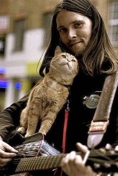 """""""A Street Cat Named Bob. James, a once homeless recovering heroin addict, met Bob the ginger cat during a very dark period, and credits the feline with giving him a purpose in life. Crazy Cat Lady, Crazy Cats, I Love Cats, Cool Cats, Patricia Highsmith, Street Cat Bob, Son Chat, Red Cat, Cat People"""