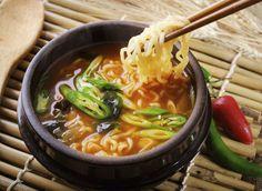 Después del sushi, ahora llega a nuestro país una nueva tentación oriental: el ramen, una sopa japonesa a la que no te podrás resistir...