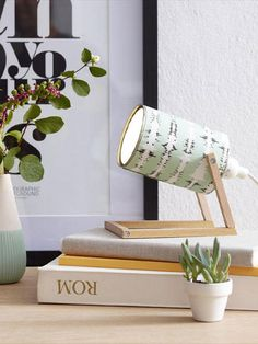 Tischlampe selber basteln: So einfach geht's Upcycling again: The table lamp from a tin can! Just a good idea – found on wunderweib. Make A Table, Diy Table, Table Lamp, Fun Crafts, Diy And Crafts, Easy Diys For Kids, Lampe Decoration, Ideias Diy, Diy Furniture
