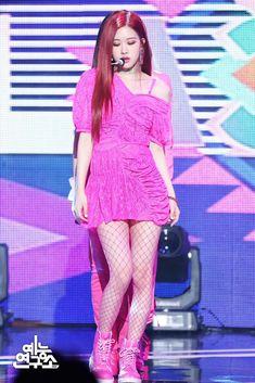 Blackpink photo of Rose Kpop Girl Groups, Korean Girl Groups, Kpop Girls, Stage Outfits, Kpop Outfits, Kim Jennie, Forever Young, K Pop, Ulzzang