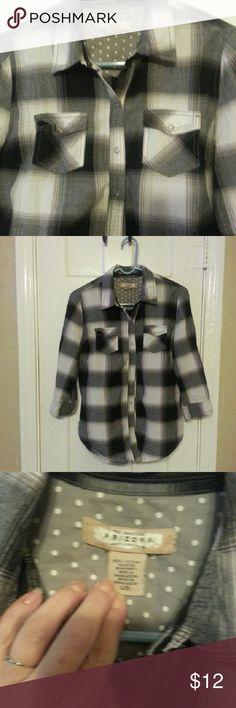 Plaid button down Arizona black gray and white plaid button down Arizona Jean Company Tops Button Down Shirts