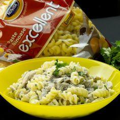 Paste cu pui si ciuperci în sos alb – se prepară uimitor se simplu și rapid! - savuros.info Food And Drink, Ethnic Recipes, Salads