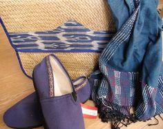 Portadocumentos (CustomMade Handcrafted Traditions, Filipinas) + Zapatillas (Pie Feliz, Argentina) + Pañuelo (Sadhna, India) - FAIR TRADE http://comerciojusto.tallerdesolidaridad.org/