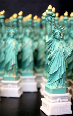Clones of liberty in the souvenir shop on Liberty Island, New York. New York Theme Party, Adult Party Themes, Prom Decor, New York City Travel, Sweet 16 Birthday, Xmas Party, Bar Mitzvah, Travel Usa, Statue Of Liberty