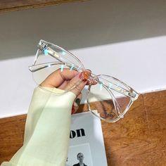 Clear Glasses Frames Women, Glasses Frames Trendy, Anti Glare Glasses, Optical Glasses, Glasses Trends, Fashion Eye Glasses, Cute Sunglasses, Eyeglasses, Computer Glasses