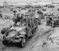 75 poignant war photos in honor of the anniversary of D-Day Normandy Ww2, D Day Normandy, Normandy Beach, D Day Invasion, Canadian Soldiers, Today In History, Military Photos, World War One, Historical Pictures