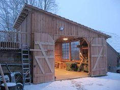 Fachwerk-Garage und Holzwerkstatt mit Scheunentoren