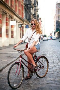 A clean, classic oxford and jean shorts are the perfect match for a timeless red bike, while cutout flats provide a super-chic (and just as comfy) alternative to sneakers. Also, your favorite crossbody bag? Made for biking. Kids Bicycle, Bicycle Women, Bicycle Girl, Cycle Chic, Bike Gadgets, Bike Suit, Urban Bike, Cycling Girls, Biker Chic