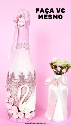 Glass Bottle Crafts, Diy Bottle, Bottle Art, Bedazzled Liquor Bottles, Glitter Wine Bottles, Homemade Gift Boxes, Garrafa Diy, Decorated Wine Glasses, Diy Crafts For Home Decor