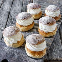Choux a la creme – Cream puff Green Tea Cream, Fun Desserts, Dessert Recipes, Choux Cream, Choux Buns, Bagan, Pastry Cake, Recipes From Heaven, Marzipan