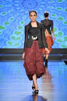 Pair belted jackets with skirts - or get rid of them! Kebaya Lace, Kebaya Dress, Batik Kebaya, Batik Dress, Kimono, Kulot Batik, Blouse Batik, Kebaya Kutu Baru Modern, Modern Kebaya