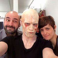 Tom Hiddleston with Montse and David while filming Crimson Peak. Source: https://twitter.com/hiddleston_news/status/712351699357339648